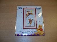 UITVERKOCHTWinnie the Pooh en Tijgetje  bij de regenboog 17 x 36 cm