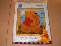 UITVEVervaco borduurpakket 2575-8564 Winnie the Pooh bijtjes 40x40cm kussen