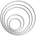 Metalen ringen wit gelakt